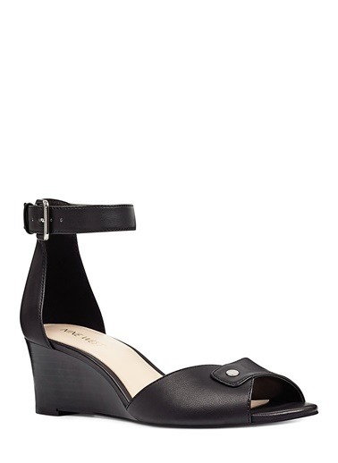 Nine West Dolgu Topuklu Sandalet Siyah